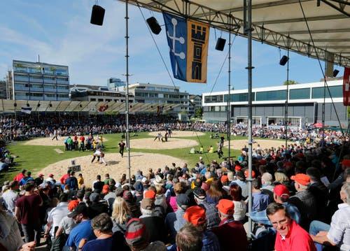 Volksfest in Baar beim 98. Zuger Kantonalen Schwingfest, das mit dem Edlibacher Marcel Bieri ein «Zuger» gewinnt. (Bild: Stefan Kaiser)