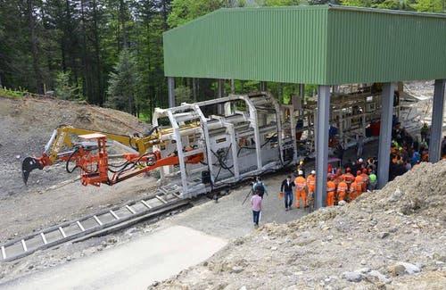 Tunnelvortriebsmaschine beim Ausgang des obersten Tunnels auf dem Stoos (11.09.2014) (Bild: Bergbahnen Stoos)