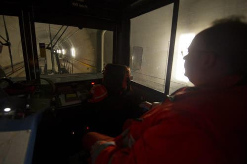 02.04.2013: Fahrt durch den Tunnel. (Bild: Keystone)