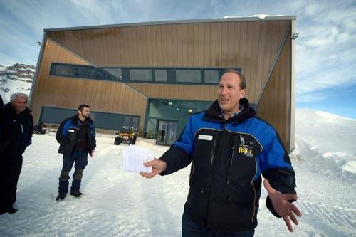 Xander Seiler, Geschäftsführer der Sportbahnen Melchsee-Frutt, vor der Bergstation. (Bild: Corinne Glanzmann / Neue OZ)