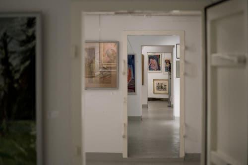 Über 160 Ölbilder, Aquarelle, Zeichnungen, Glasmalereien, Collagen und Plastiken, hauptsächlich aus der ersten Hälfte des 20. Jahrhunderts, und fast alle von Schweizer Künstlern, die einen Bezug zur Stadt Basel hatten. (Bild: Pius Amrein / Neue LZ)