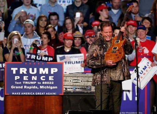 Musiker Ted Nugent spielt für Donald Trump. (Bild: Keystone)
