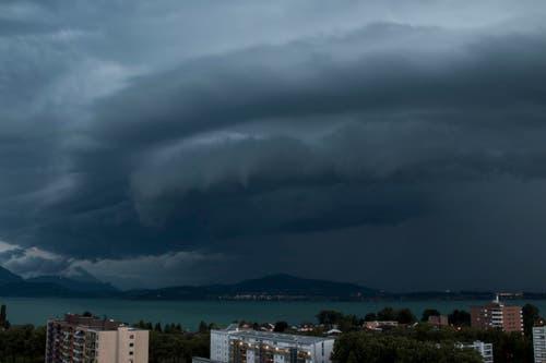 Gewitter über Zugersee. (Bild: Leserbild Erich Weiss)