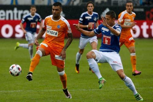 Der Zuercher Caio, links, im Spiel gegen den Luzerner Remo Arnold, rechts. (Bild: KEYSTONE/Alexandra Wey)