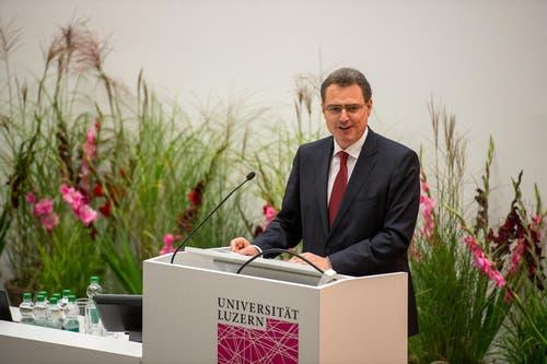 Der Präsident der Schweizerischen Nationalbank (SNB) Thomas Jordan hält die Gastrede. (Bild: Dominik Wunderli / Neue LZ)