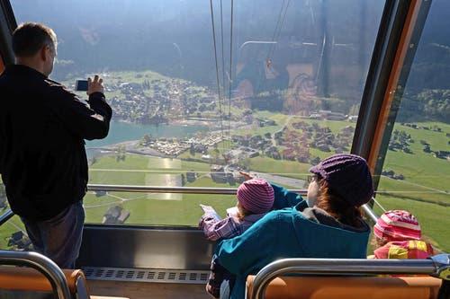 Familie Gasser hat Ausblick auf den Lungernsee. (Bild: Nadia Schärli (Neue OZ))