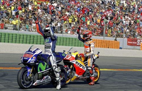 Liefern sich einen Kampf um Hundertstel: Jorge Lorenzo (links) und Marc Marquez (8. November). Am Ende hat Lorenzo die Nase vorn und wird Weltmeister. (Bild: Keystone)