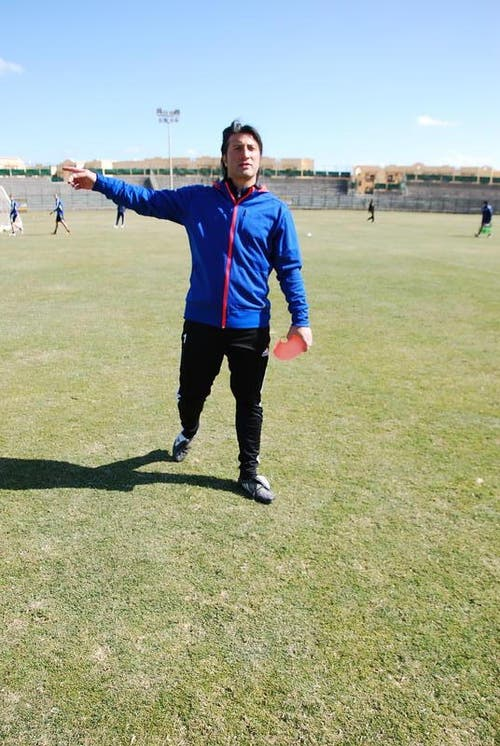 Trainer Murat Yakin gibt präzise Anweisungen. (Bild: Daniel Wyrsch/Neue LZ)