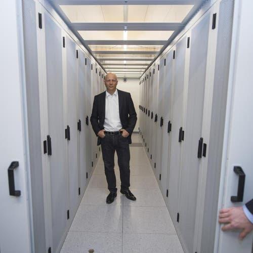Tobias Christen, CEO von DSwiss, im Serverraum in Attinghausen. (Bild: Keystone)