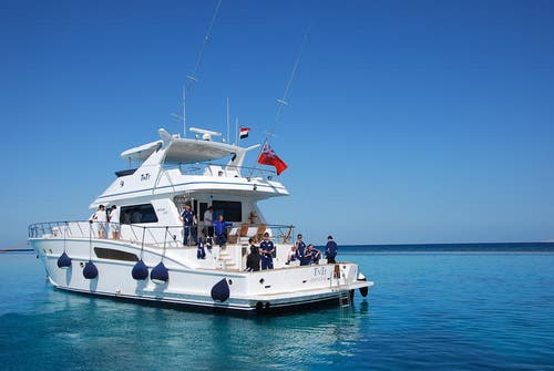 Mit der Yacht von Samih Sawiris fuhr die FCL-Führung und die Investoren zurück in den Hafen von El Gouna. (Bild: Daniel Wyrsch/Neue LZ)