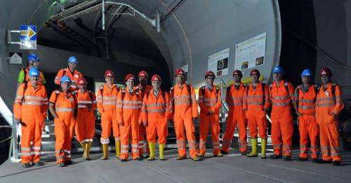Vertreterinnen und Vertreter der Transtec Gotthard und des Urner Regierungsrats besuchen den Neat-Basistunnel am 25. September 2012. (Bild: PD)