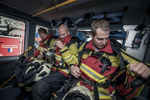 Zu ihren Aufgaben zählen beispielsweise die Reinigungstour durchs Feuerwehrgebäude, Schläuche waschen oder Fahrzeuge pflegen und warten. (Bild: Pius Amrein (Neue LZ))