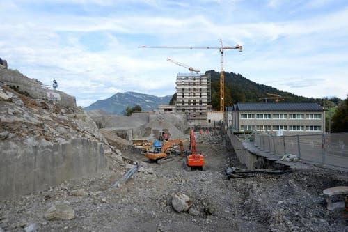 Das Bürgenstock Resort soll bis im Jahr 2017 mit 30 Gebäuden, darunter 3 Hotels mit 400 Zimmer, 12 Restaurants und 68 Residence Suiten eröffnet werden. (Bild: Keystone)