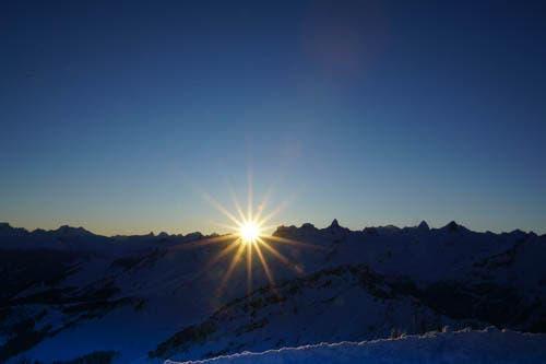 Sonnenaufgang auf dem Fronalpstock bei -15 (Bild: Gasser Hedy)