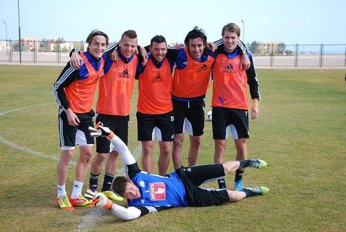 Gewannen den intensiven Plauschmatch: Kryeziu, Shalaj, Hochstrasser, Puljic, Lustenberger und Goalie Zibung. (Bild: Daniel Wyrsch / Neue LZ)