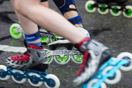Skater Marathon: Die montierten Rollen waren extra für den Regen. (Bild: Beat Blättler)