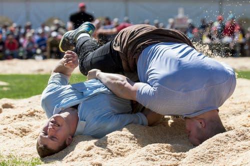 Marco Reichmuth (links) gegen Christian Schuler (Bild: Alexandra Wey / Keystone (Baar, 30. April 2017))