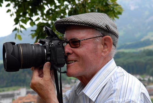 Josef Reinhard am Fotografieren. (Bild: Neue OZ / Robert Hess)
