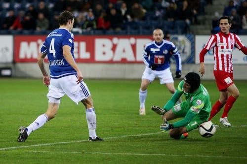 Luzerns Sebastian Schachten (links) erzielt das 1:0. (Bild: Philipp Schmidli)