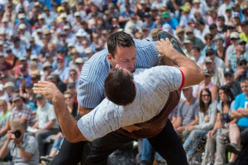 Kilian Wenger (Horboden, oben) gegen Mark Zurfluh (Altdorf). (Bild: Keystone / Urs Flüeler)