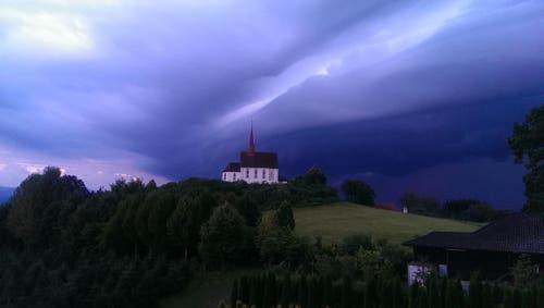 Gewitterfront im Anzug , über die Region Gormund bei Neudorf! (Bild: Agnes Espig)
