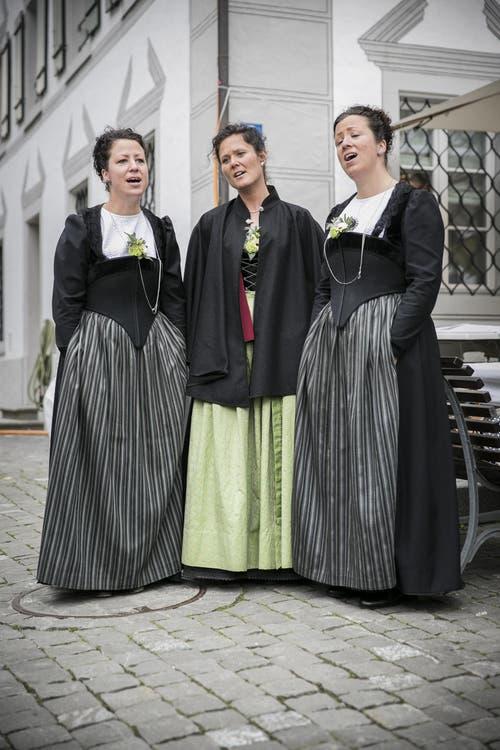 Chrimafrä brachten am Dienstag die Volksmusik auf den Stanser Dorfplatz. (Bild: André A. Niederberger (Neue NZ))