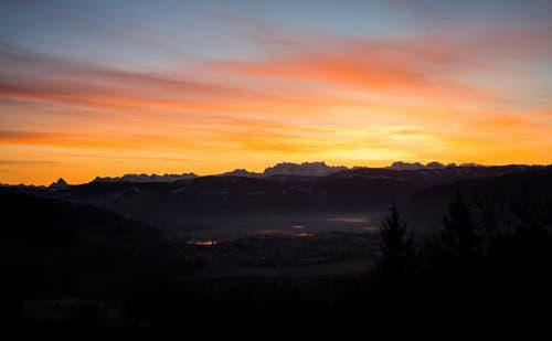 Sonnenaufgang über dem Ägerital (Bild: Daniel Hegglin)