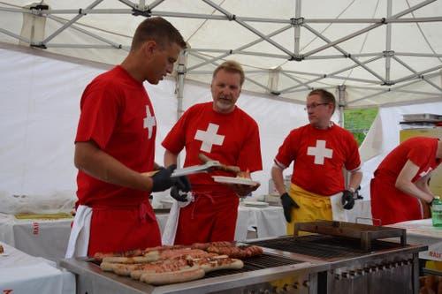 1. August: Bundesfeier in Andermatt. Bratwürste vom Grill. (Bild: Sven Aregger / Neue UZ)