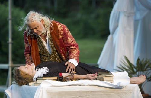 Fabienne Hadorn als Undine, unten, und Albrecht Hirche als Richard Wagner, oben (Bild: Keystone)