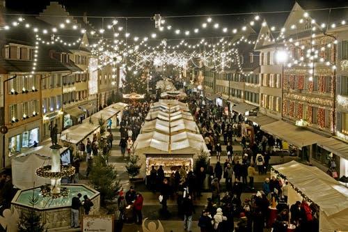 6. Dezember: Der Christkindli-Markt im Städtli Willisau begeisterte wieder einmal die Massen. Vom 6. bis 8. Dezember erfreuten sich die Besucher ob der vielen Marktstände und der heimeligen Stimmung auf dem Weihnachtsmarkt. (Bild: Pius Amrein / Neue LZ)