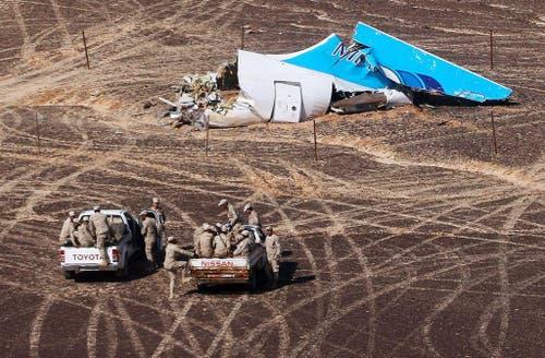 31. Oktober: Ein russischer Airbus stürzt nach dem Abflug vom ägyptischen Badeort Sharm el Sheikh ab, alle 224 Insassen sterben. Die Umstände deuten auf ein Attentat mit einer Bombe hin. (Bild: Maxim Grigoriev / Russisches Ministerium)