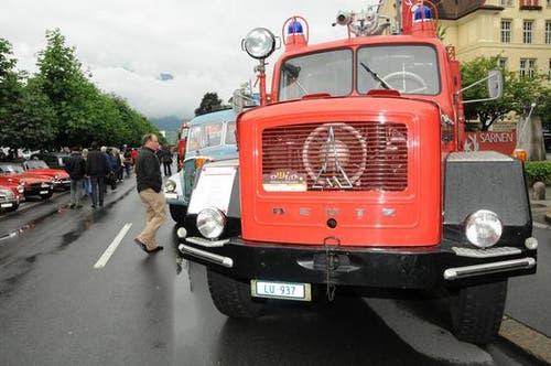 Ein historisches Feuerwehrauto. (Bild: Geri Wyss / Neue OZ)