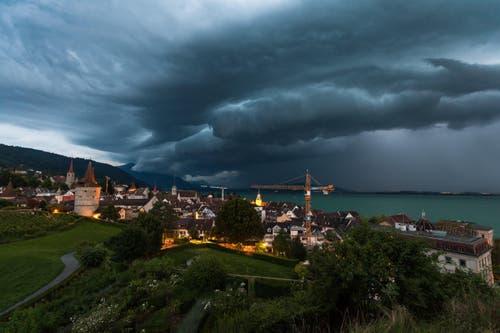 Gewitterfront über dem Zugersee. (Bild: Leserbild Daniel Hegglin)