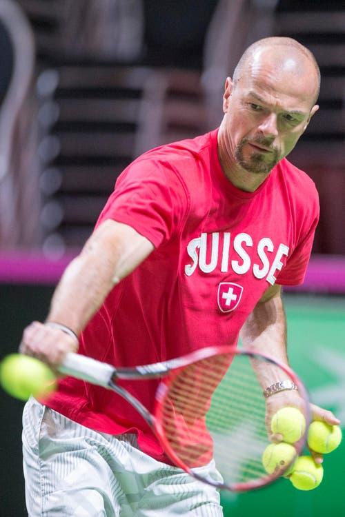 Roland Burtscher, Headcoach von Swiss Tennis, sorgt für die richtigen Bälle. (Bild: Keystone / Urs Flüeler)