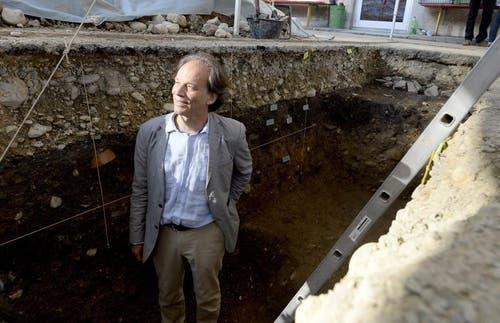 Hermann Fetz, Resortleiter der provinzialrömischen Archäologie, stellt die Funde am Mittwoch in Sursee vor. (Bild: Keystone)