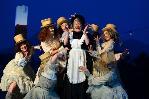 «Das Luftschiff - Komödie einer Sommernacht» heisst das neue Theaterstück der Luzerner Freilichtspiele, das vom 9. Juni bis 15. Juli auf der Halbinsel Tribschen in Luzern uraufgeführt wird. (Bild: Keystone / Urs Flüeler)