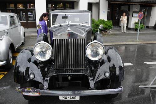 Hugo und Jacqueline Baumeler aus Stans zeigten ihren Rolls Royce. (Bild: Geri Wyss / Neue OZ)