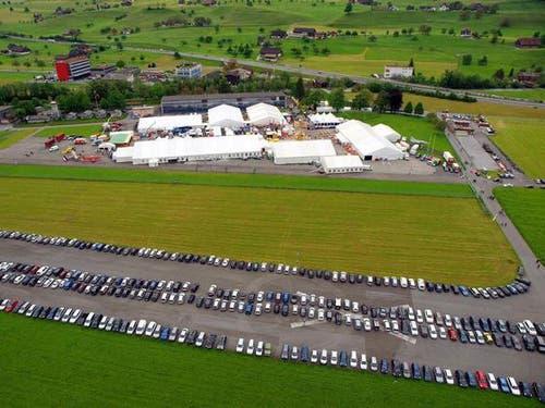 Das Festivalgelände an Auffahrt 2012 aus der Luft. (Bild: Robert Mäder / Neue NZ)