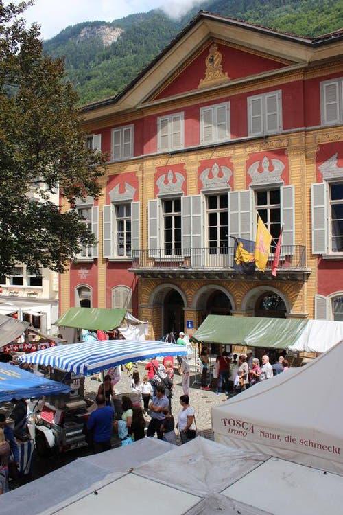 Nationalfeiertag in Altdorf. Zu Gast war die Gemeinde Stans NW. Dorffest mit Attraktionen für Jung und Alt. Im Bild: Lehnplatz mit Theater Uri / Tellspielhaus (Bild: Elias Bricker / Neue UZ)