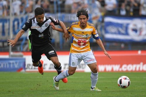 Der Luzerner Jahmir Hyka (rechts) kämpft um den Ball gegen Jonathan Sabbatini vom FC Lugano. (Bild: Keystone / Gabriele Putzu)