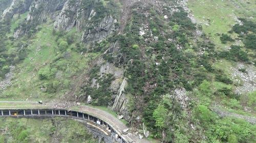 21. Mai: Wegen eines Felssturzes bleibt die Schöllenen zwischen Göschenen und Andermatt bis am 25. Juni gesperrt. (Bild: PD / Astra)