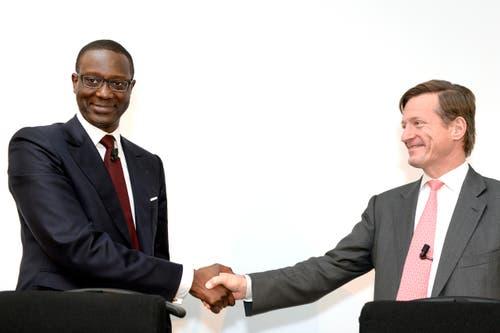 10. März: Tidjane Thiam ist der neue CEO der Credit Suisse (CS). Er löst Brady W. Dougan (auf dem Bild rechts) ab. Tidjane Thiam, ehemaliger Minister der Elfenbeinküste, war unter anderem n der Versicherungsbranche tätig. (Bild: Keystone / Walter Bieri)