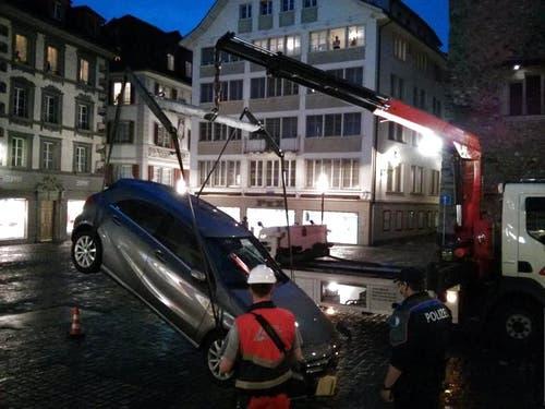 ... und das Auto konnte geborgen werden. Die Kosten für die Bergung muss der Amerikaner tragen. (Bild: Leserreporter)