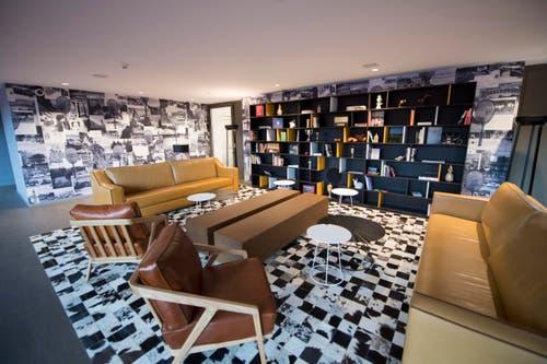 Eine Lounge neben der Tennishalle (Bild: Urs Flüeler / Keystone)