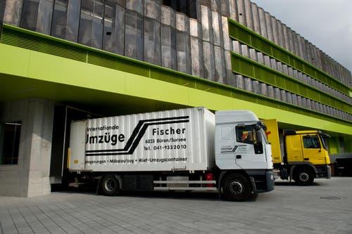Der Umzugswagen bei der Ankunft in Büron. (Bild: Eveline Beerkircher / Neue LZ)