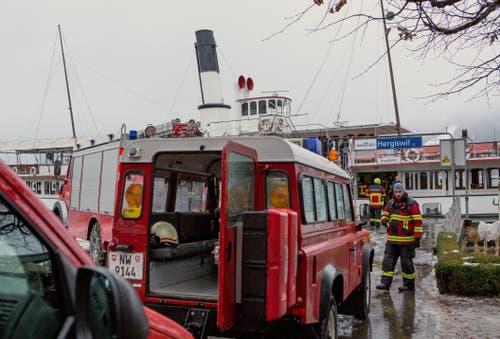 Elektrobrand auf Dampfschiff Uri - Feuerwehr Hergiswil im Einsatz (Bild: Leser Bruno Schuler)