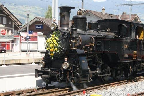 Nostalgische Züge waren die Attraktion auf dem Jubiläumsfest in Giswil. Hier die Dampflok HG 3/3 1067. (Bild: Marion Wannemacher / Neue OZ)