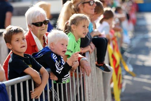 Die Zuschauer tragen ihren Teil zum gelungenen Rennen bei. (Bild: Philipp Schmidli / Luzerner Zeitung)