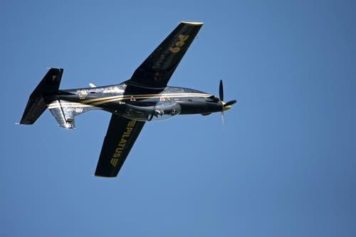 PC-9 fliegt kopfüber. (Bild: Philipp Schmidli)