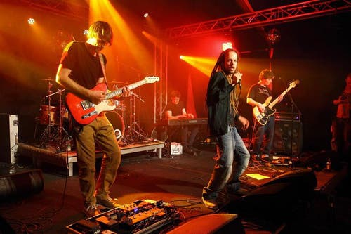 «Collie Herb & The Vibe Controllers» im ENWEE Zelt am Donnerstag Abend (Bild: André A. Niederberger / Neue NZ)
